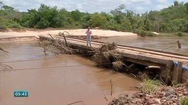 Amambai decreta situação de emergência por conta dos temporais que atingiram o município - A área rural de Amambai foi uma das mais atingidas, 7 pontes foram danificadas e parte do transporte escolar foi suspenso.