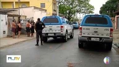 Polícia cumpre mandados de prisão durante Operação Verde Oliva em Campos, no RJ - Assista a seguir.