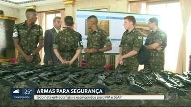Gabinete de Intervenção Federal entrega 700 armas para a segurança do Rio - 500 fuzis e 200 espingardas vão para a Polícia Militar e para a Secretaria de Administração Penitenciária