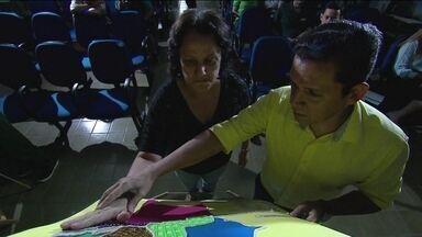 Professor de Pernambuco é exemplo de iniciativa de educação inclusiva - Ele tornou maios fácil e enriquecedor o aprendizado para seus alunos cegos.