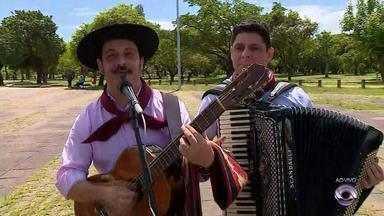 Tradicionalistas gaúchos fazem 'Cavalgada do Bem' para divulgar campanha 'Natal do Bem' - Assista ao vídeo.
