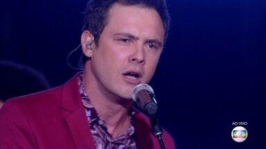 Sergio Guizé canta 'Vem Quente Que Eu Estou Fervendo' - Ator empolga com versão punk rock de sucesso da Jovem Guarda