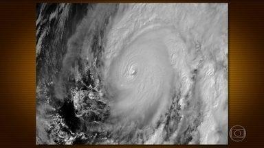México se mobiliza para a chegada de furacão - Willa tem ventos de 225km/h e deve atingir o México no fim da tarde de terça-feira.