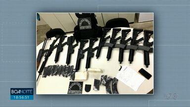 Arsenal de guerra é encontrado escondido em fritadeira - Imagens de câmeras de segurança devem ajudar no trabalho da polícia.