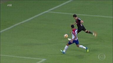 Com ajuda do VAR, Atlético-PR sai na frente do Bahia nas quartas da Copa Sul-Americana - Com ajuda do VAR, Atlético-PR sai na frente do Bahia nas quartas da Copa Sul-Americana