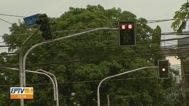 Motoristas dizem que sobram semáforos na Zona Sul e faltam na Zona Norte de Ribeirão, SP - Especialista explica quais as saídas para melhorar o trânsito na cidade.