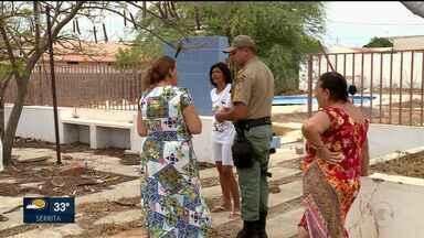 Responsáveis pelo Clube abandonado do bairro Ouro preto prometem tomar providências - Moradores reclamam de perigos que o local representa para eles.