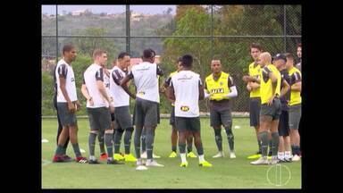 Esporte: Cruzeiro e Atlético se preparam para rodada do fim de semana - Equipes enfrentam adversários que lutam contra o rebaixamento.