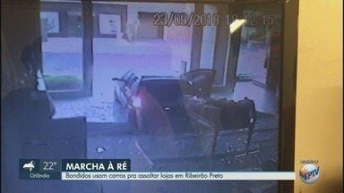 Ladrões usam carros para invadir lojas em Ribeirão Preto, SP - Eles aceleram veículos contra vitrines e roubam tudo o que podem.