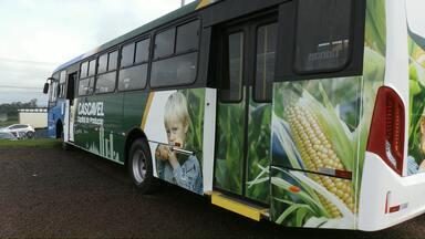 41 novos ônibus serão entregues em novembro em Cascavel - 23 ônibus terão portas à esquerda, outros sete ônibus terão portas dos dois lados e outros 11 apenas com portas à direita.