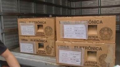 Urnas começam a ser transportadas para locais de votação em Sorocaba - As urnas eletrônicas começaram a ser transportadas para os locais de votação, em Sorocaba (SP), nesta sexta-feira (26).