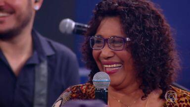 'Quando Você Menos Espera': Professora Lúcia é surpreendida pelos alunos no palco - Ela acreditava que estava indo para uma reunião do Sindicato de Músicos do Rio de Janeiro