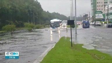 Chuva causa alagamentos na Serra e em Cariacica, ES - Chuva causa alagamentos na Serra e em Cariacica, ES
