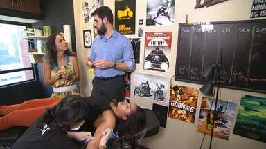 Maria mapeia o universo da tatuagem e conhece técnica de hipnose para não sentir dor - Maria mapeia o universo da tatuagem e conhece técnica de hipnose para não sentir dor