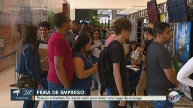 Blitz do Emprego: pessoas fazem fila em busca de vagas em feira de Santa Bárbara D'Oeste - Evento segue até às 21h deste sábado (27).