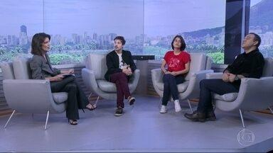 """Sábado é dia de Teatro no estúdio do RJ - Os atores Julia Dalavia e João Pedro Zappa encenam a peça """"Para Onde vão os Corações Partidos, no Teatro ipanema, no Rio"""