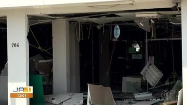 Criminosos explodem banco e tentam invadir outra agência em Pedro Afonso - Criminosos explodem banco e tentam invadir outra agência em Pedro Afonso