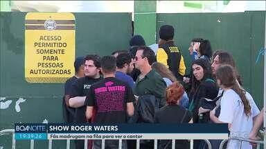 Fãs de Roger Waters madrugam na fila para ver cantor de perto - Ruas no entorno do estádio estão bloqueadas.
