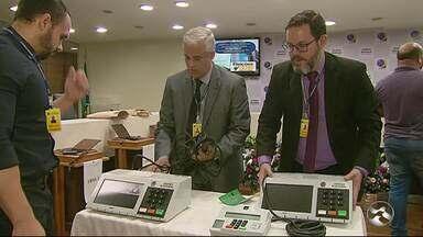 TRE realiza testes de segurança das urnas eletrônicas - Testes foram feitos neste sábado (27).