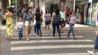Crise econômica no Brasil deixam eleitores indecisos na hora de votar - A única certeza é a esperança de ter um país melhor.