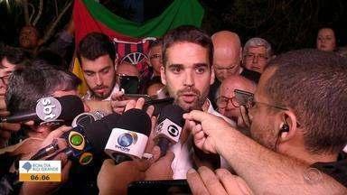 Eduardo Leite (PSDB) é eleito governador do RS com 53,62% dos votos - Veja um pouco da trajetória dos gaúchos nas eleições.