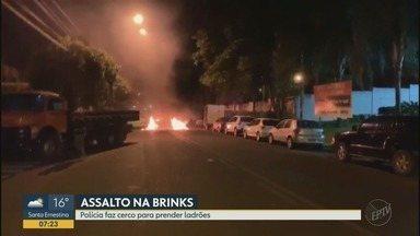 Frentista é feito refém durante ataque a empresa de valores em Ribeirão Preto - Explosões danificaram posto de combustível ao lado do alvo, no bairro Lagoinha.