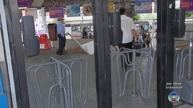 Catracas voltam a funcionar no Terminal Urbano de Marília - O Tribunal de Justiça de São Paulo determinou que fossem reativadas todas as catracas do Terminal Urbano de Marília. Nesta segunda-feira (29), o serviço foi restabelecido.