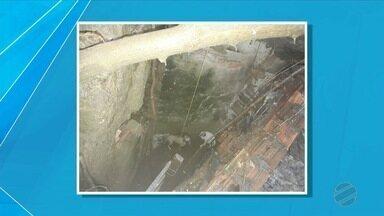 Bombeiros resgatam cães que caíram em buraco próximo ao porto Geral em Corumbá - Cães caíram em buraco de mais ou menos 4 metros.