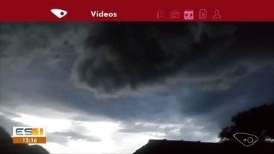 Morador de Alfredo Chaves registra nuvem carregada e chuva intensa no ES - Chuva forte também caiu no interior.