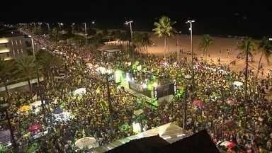 Vitória de Bolsonaro tem festa nas ruas em todo o país - Rio de Janeiro viveu um réveillon na praia da Barra da Tijuca, onde mora o presidente eleito. Por todo o país, a festa tinha as cores verde e amarela.