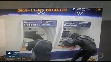 Assaltantes explodem caixas eletrônicos em Vitória de Santo Antão - A Caixa Econômica Federal não informou quando a agência será reaberta.