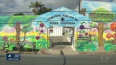 Cemitério de Águas Compridas, em Olinda, ganha nova pintura na fachada - Trabalho foi feito pelo artista plástico Carlos André Pereira.