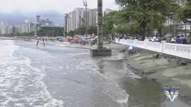 Turistas aproveitam o feriado de finados nas praias da região - Mesmo sem sol, muitas pessoas recorreram ao descanso à beira mar.