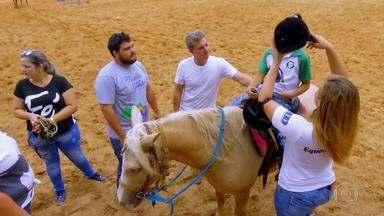 Luciano conhece o projeto 'Sonho Meu' em Sorriso, Mato Grosso - O projeto coordenado por Jô Gomes e sua família promove equoterapia na região