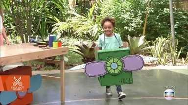 Aprenda a fazer um avião de brinquedo usando caixa de papelão - A designer Carol dá a dica divertida e baratíssima para animar a criançada