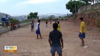Projeto de futebol em Forte São João revela talentos de Vitória - Denivys, que morou no bairro, hoje é goleiro do Cruzeiro na categoria sub-20.