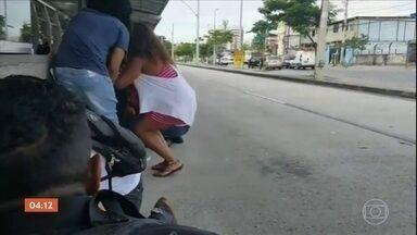 Confronto entre PM e bandidos interdita vias importantes da Zona Oeste do Rio - A quarta-feira (7) foi mais um dia de violência e medo para os cariocas. Na Zona Oeste da cidade, o tiroteio foi entre bandidos armados e a Polícia Militar.
