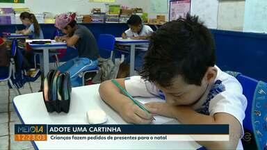 Crianças escrevem cartas para o Papai Noel - Elas podem ser adotadas nas agências dos Correios.