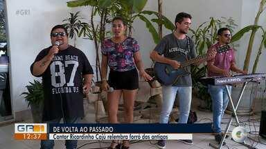 Cantor Ricardinho Caju relembra forró das antigas em Petrolina - O cantor se apresenta neste sábado (10).