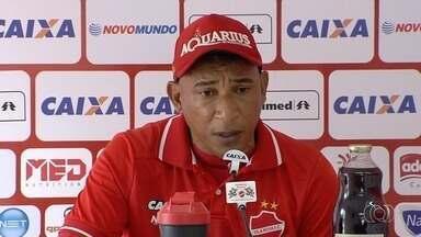 Após sofrer goleada, técnico do Vila Nova diz que ainda acredita no acesso - Hemerson Maria diz que derrota por 5 a 0 para o Brasil de Pelotas foi um acidente de percurso.
