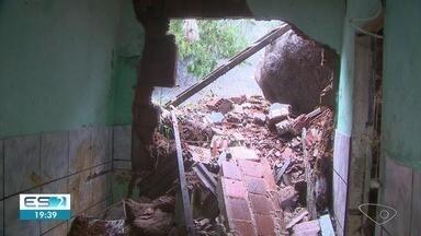 Chuva deixa mais de 80 famílias desalojadas em todo o ES - Além disso, são 75 pessoas desabrigadas, sendo 48 em Aracruz, 25 em Viana e duas em João Neiva. Aracruz é a cidade com maior volume de chuva, com 183.67 mm.