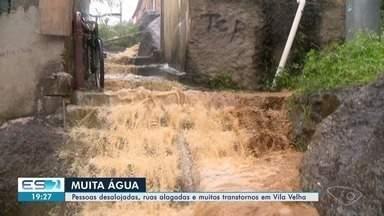 Chuva causa alagamentos, deslizamentos, fecha o comércio e causa transtornos em Vila Velha - Famílias perderam móveis e eletrodomésticos.