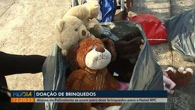 Escola mobiliza estudantes para a campanha do Natal RPC - Os adolescentes levaram brinquedos que estavam esquecidos em casa, mas ainda em bom estado de conservação.