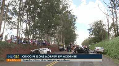 Cinco pessoas morrem em acidente na região de Maringá - Batida foi na PR-317, entre as vítimas, havia dois estudantes que iriam prestar o Enem.