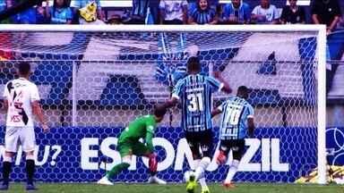 """Com """"frango"""" de Martin Silva, Grêmio vence o Vasco e entra no G4 do Brasileirão - Com """"frango"""" de Martin Silva, Grêmio vence o Vasco e entra no G4 do Brasileirão"""