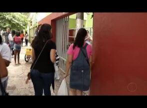 Correria e tensão fizeram parte do segundo dia de provas do Enem em Governador Valadares - Muitas chegaram mais cedo para não perder o horário.