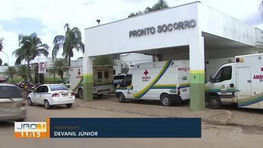 Pacientes reclamam da demora no atendimento no JP II - À espera de algum médico aparecer, os pacientes não podiam sair do hospital.