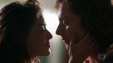 Gabi e Hugo começam a namorar de verdade - Ela diz que o lance do namoro fake foi só um pretexto.