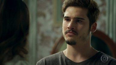 Samuca diz à Marocas que Dom Sabino já sabe da chantagem de Emílio - Marocas fica surpresa ao saber que o pai já sabe de tudo.