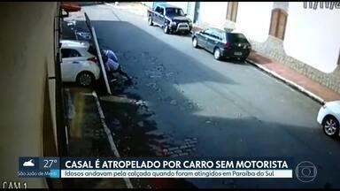 Idosos são atropelados por carro sem motorista em Paraíba do Sul - Dono do veículo garante que tinha puxado o freio de mão, mas carro desceu a garagem sozinho, derrubou o portão e atropelou casal que caminhava pela calçada
